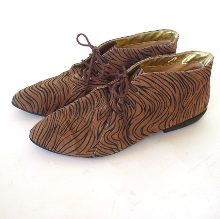 Brown zebra stribed flat vintage ankle boot s 8,5 48 $ (etsy)