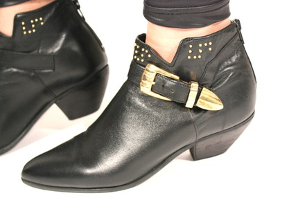 80's black leather ankle boots 8,5 115$ (etsy)